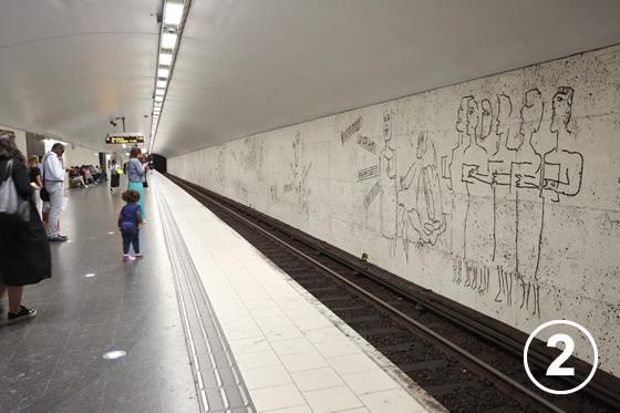 ストックホルムの地下鉄ホームのアート事業2