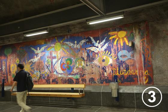 ストックホルムの地下鉄ホームのアート事業3